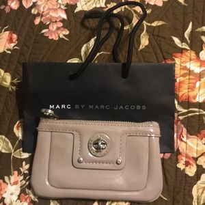 Marc by Marc Jacobs taupe gray patent coin/key hol